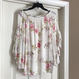 NWOT Beautiful flowing blouse